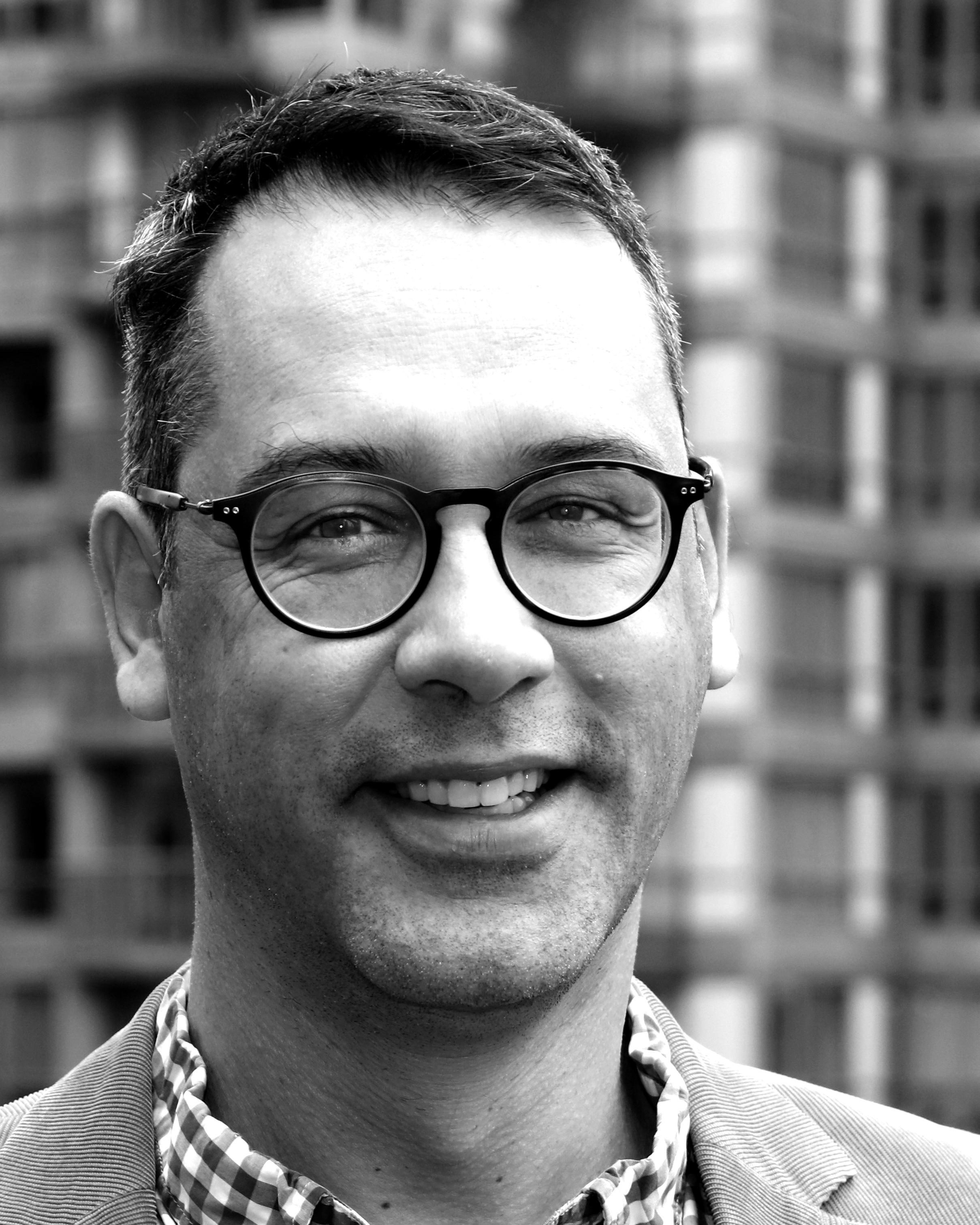 Headshot of Oliver Hartleben
