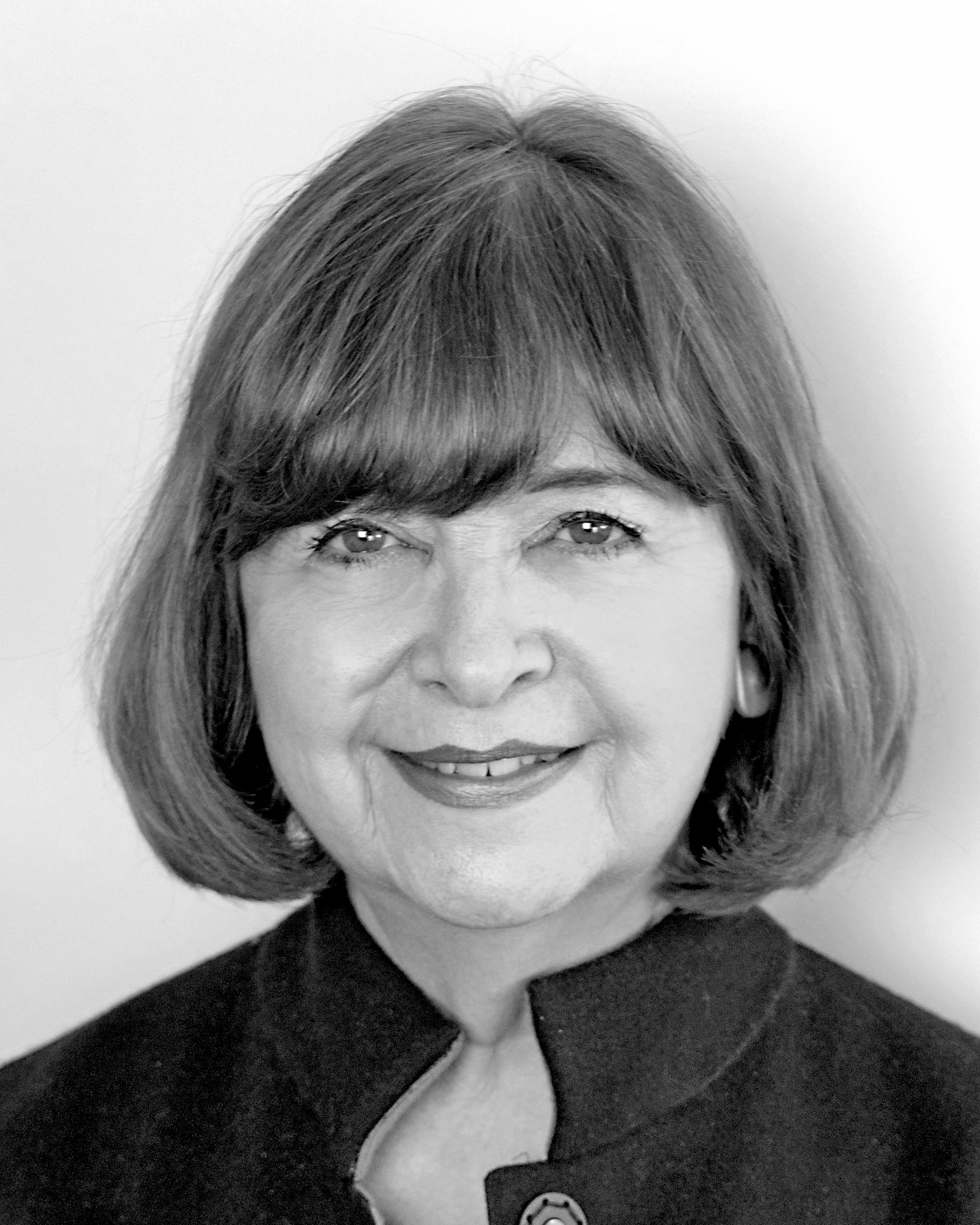 Headshot of Lorraine Bell