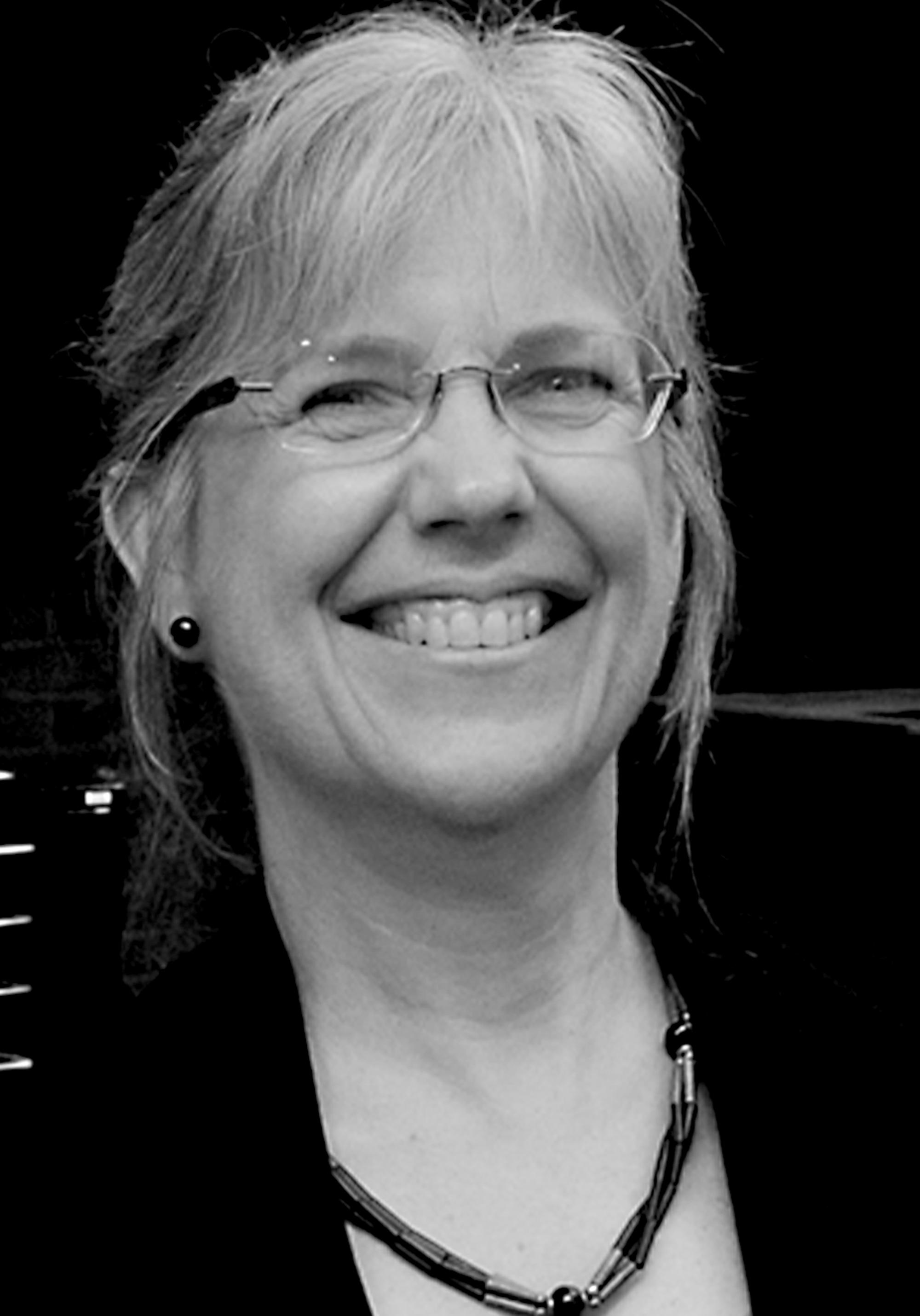 Headshot of Ruth Loetterle