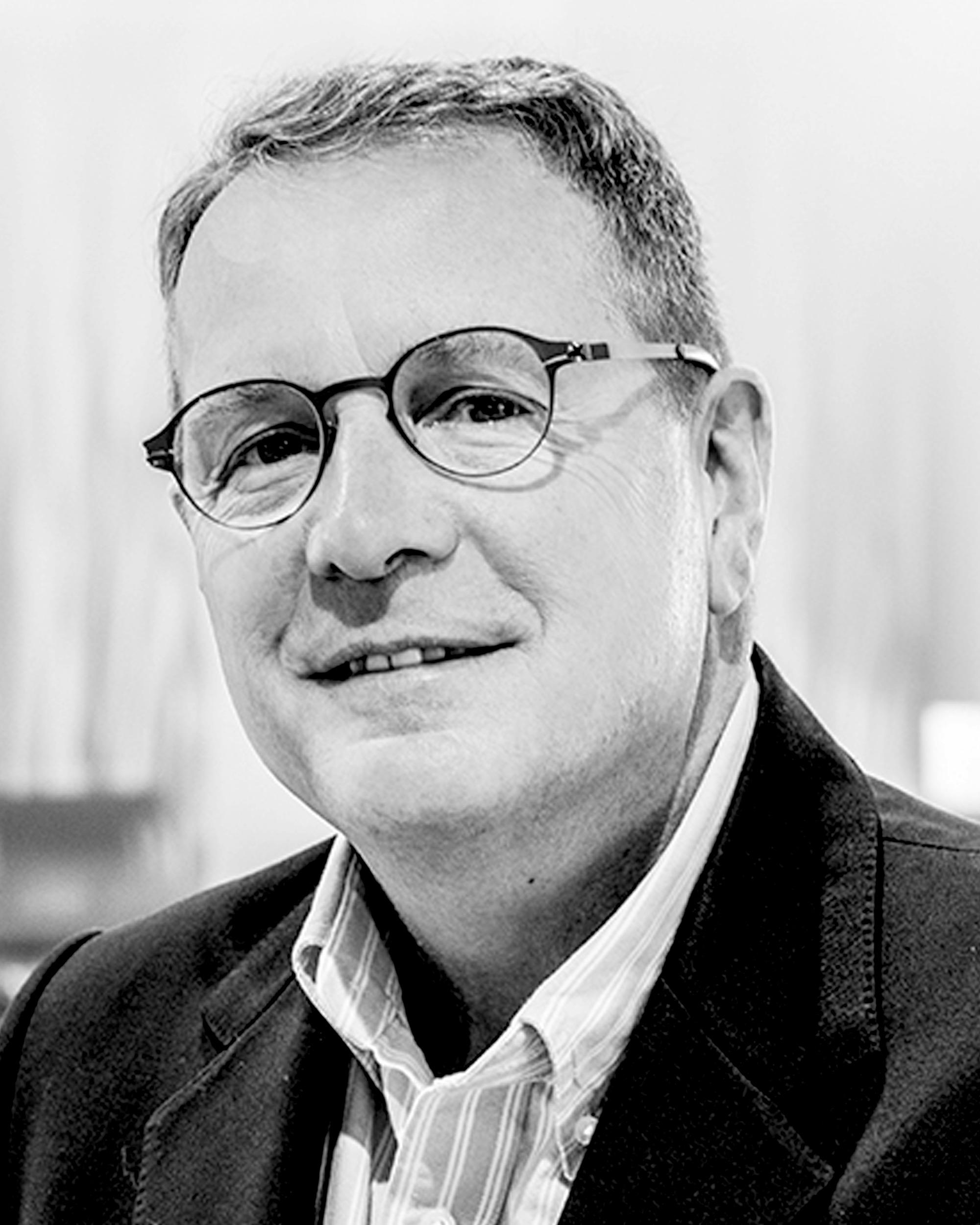 Headshot of Neil Mackenzie