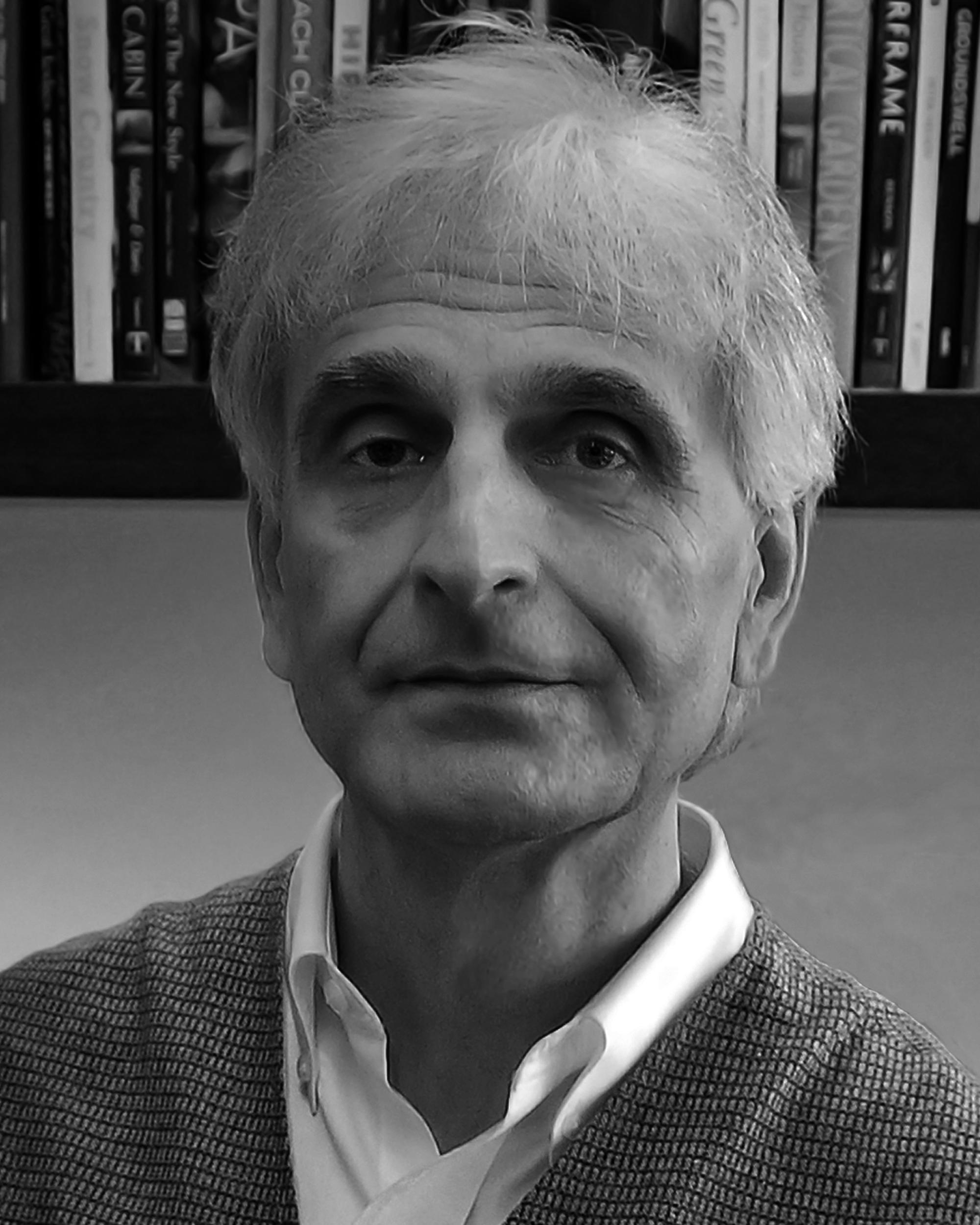 Headshot of Peter Lang